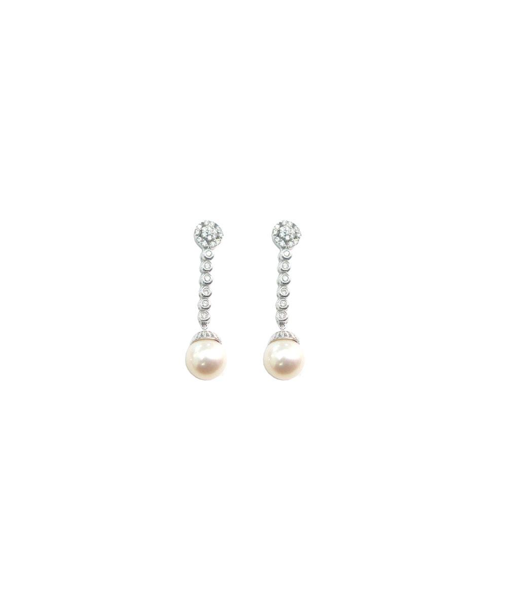 Pendientes largos en Oro, diamantes y perlas.